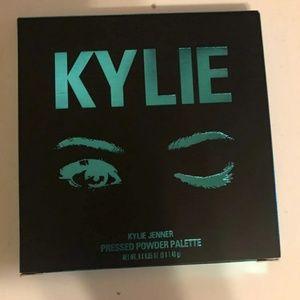 "Other - The Kylie Jenner ""Blue Honey Pallete"""